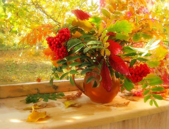 Осенний вальс. Кружит листва в осеннем вальсе, играют блики на стекле .. Автор И. Бутримова