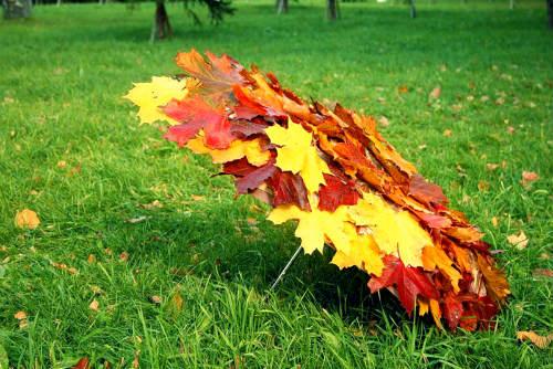 Осень-швея. Чтоб крошка земля без хлопот зимовала .. Автор Т. Гусарова